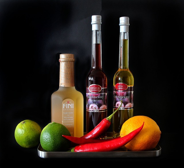 お酢とは?主な4つの種類の特徴をご紹介!米酢と穀物酢の違いや使い分けは?