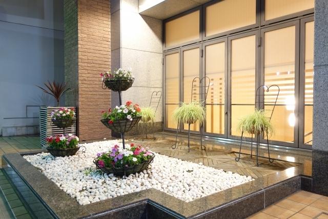 おすすめの化粧砂利5選!庭や花壇に敷けるおしゃれな小石・玉石は?