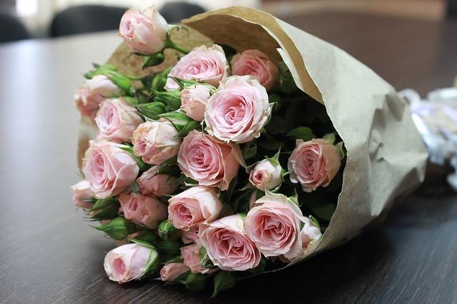 切り花・生け花を長持ちさせる方法!花瓶で日持ちを伸ばすコツは何?