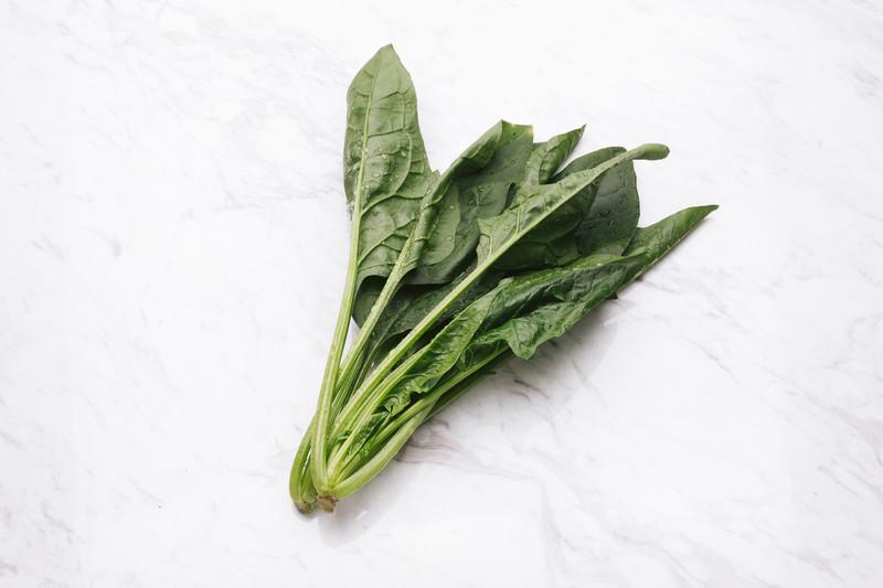 小松菜は生でも食べられる?生での食べ方・生での冷凍方法も解説!