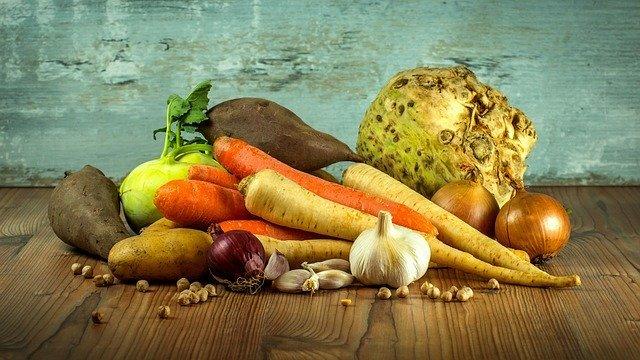 簡単でヘルシーな野菜のおつまみレシピ6選!気になるお酒との相性は?