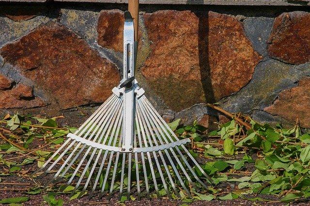 レーキの農具としての特徴と使い方!おすすめのレーキも12つ紹介!