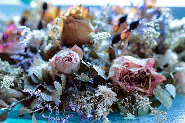 ドライフラワーにできる花7選!乾燥や着色に向いている理由も解説!