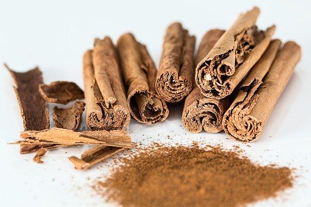 肉桂とは?名前の由来・読み方や香辛料など樹皮の利用方法をご紹介!