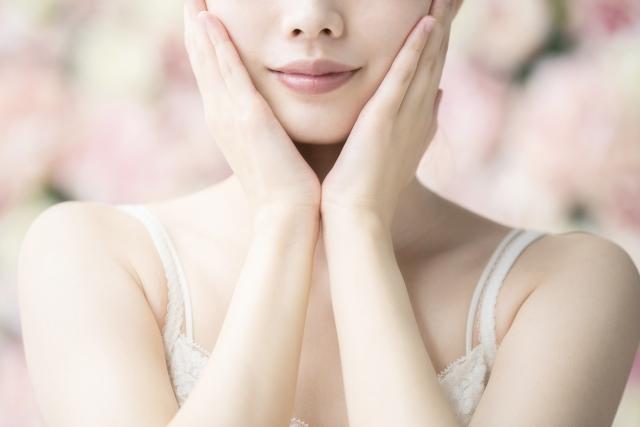 椿油を顔に塗るのはおすすめ?スキンケアとしての効果や注意点をご紹介!
