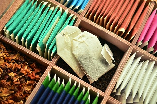 紅茶・緑茶・ウーロン茶の違いとは?気になるカフェイン量も紹介!