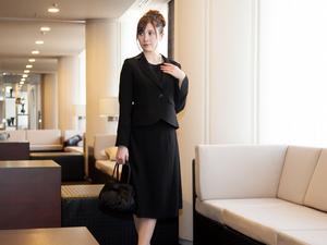 4b7992b452836 法事での女性の服装は?平服・喪服の場合やアクセサリーなどのマナーも ...