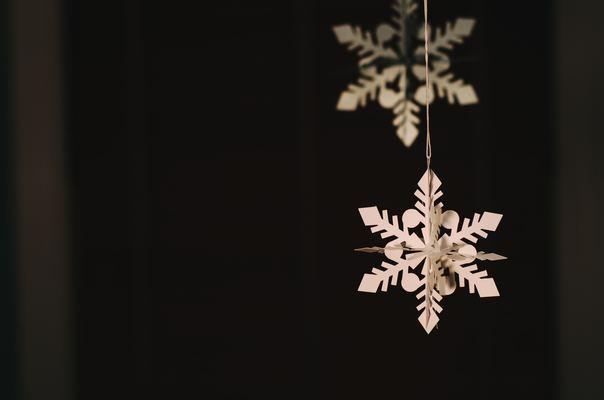 雪の結晶を折り紙で作ろう!子供でも簡単な折り方などアレンジ15