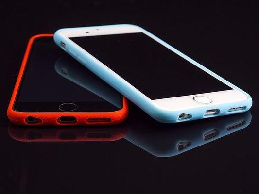 456602864e 100均のスマホケース19選!簡単アレンジ法も!iPhone用がほとんどなの ...