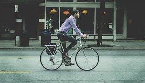 自転車通勤に適した服装は?男女それぞれにおすすめの格好をご提案!