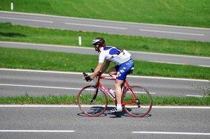 ロードバイクのヘルメットの上手な選び方!キノコ頭にならないコツは?