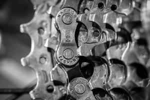 ロードバイクにチェーンオイルって必要?オイルの種類や選び方から注し方まで解説!