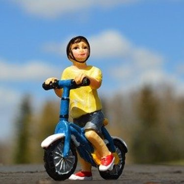ランニングバイクおすすめ7選!楽しく安全に乗れる子ども用バイクは?
