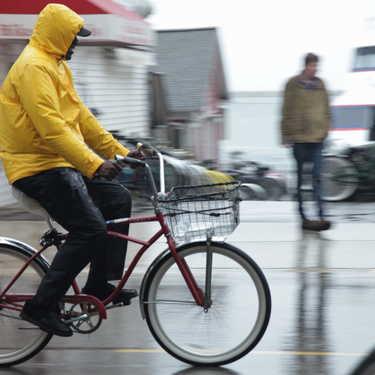 【雨の日×自転車】レインウェア8選!スタイル別におすすめをご紹介!