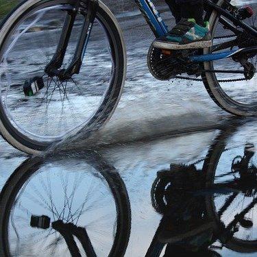 クロスバイク用の泥除け6選!雨の日に取り付け可能な人気商品は?