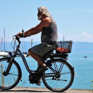 高齢者向け電動自転車4選!坂道でも楽に運転できる便利なモデルは?