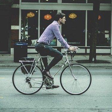 自転車通勤の注意点!車道を安全に走るための6つのコツも紹介!