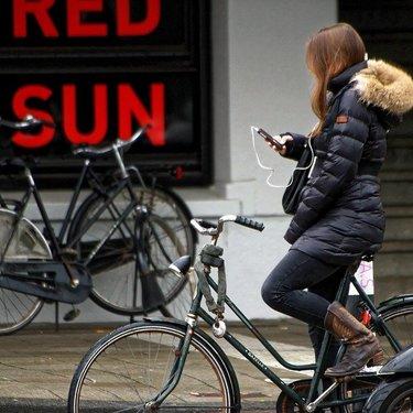 自転車で音楽を聞きたい!違反にならない乗り方とおすすめグッズを紹介!
