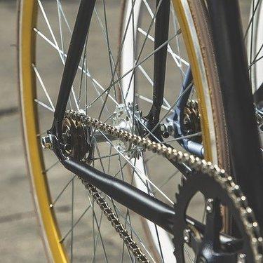 クロスバイクの空気圧の適正は?目安・調整など空気圧の見方を詳しく!