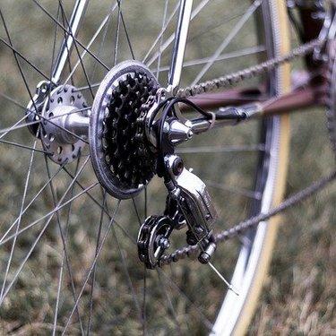 自転車の変速機をわかりやすく解説!仕組みや不具合が出たときの調整方法も紹介!
