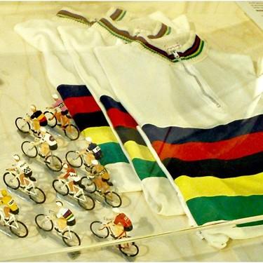 「アルカンシェル」とは?自転車選手あこがれの最強ジャージを解説!