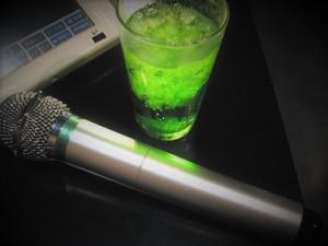 カラオケで喉に悪い飲み物・良い飲み物は?喉をケアするおすすめの方法を紹介!