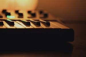 MIDIとは何?初心者向けに分かりやすく解説!音源との関係は?