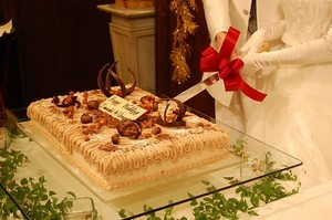 結婚式・披露宴のケーキ入刀でのおすすめの曲20選!【BGM/洋楽/邦楽】