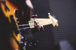 なぜ御茶ノ水には楽器店が多いのか?楽器街のおすすめ楽器店10選!