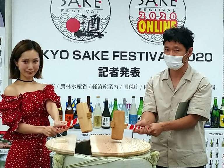 小島みなみさん(左)とライブペインティングパフォーマーの近藤康平さん(右)