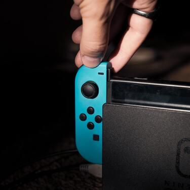 【Switch/スイッチ】コントローラーの接続方法|接続できないときの原因と対処法は?
