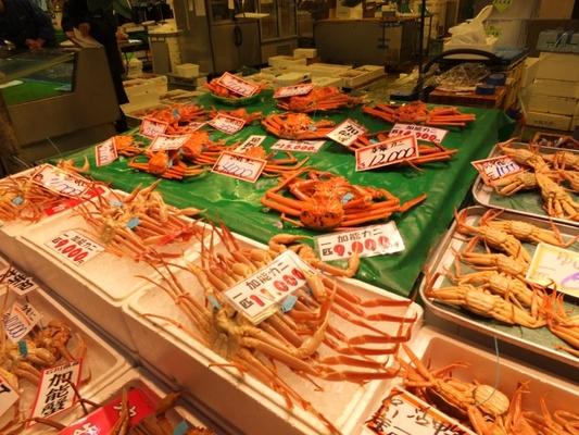 金沢の近江町市場で食べ歩きを楽しもう!旬の海鮮丼や美味しい物を紹介のイメージ