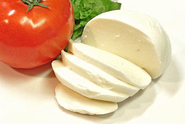 モッツァレラチーズの食べ方を調...
