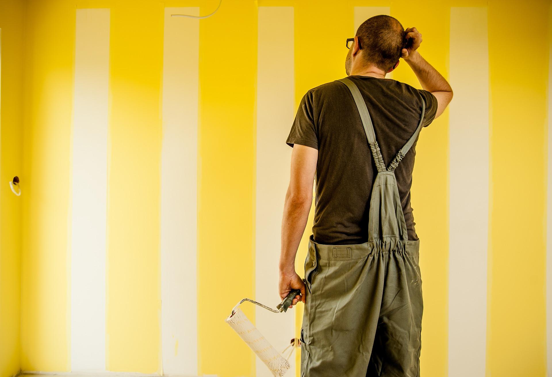 部屋をペンキ塗りで模様替えしよう!壁紙を張るのとどっちが簡単?