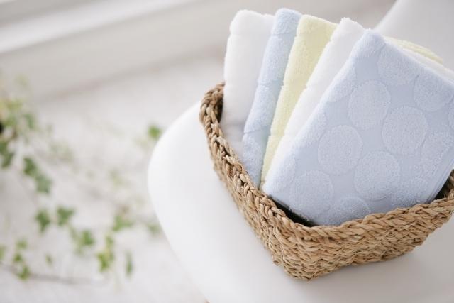 部屋干しの5つのコツをご紹介!雨の日などに洗濯物を早く乾かす方法は?臭いのメカニズムもあわせて紹介