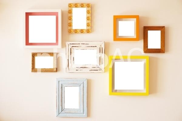 穴を開けない壁掛けの設置方法!賃貸でも可能なDIY方法をご紹介!
