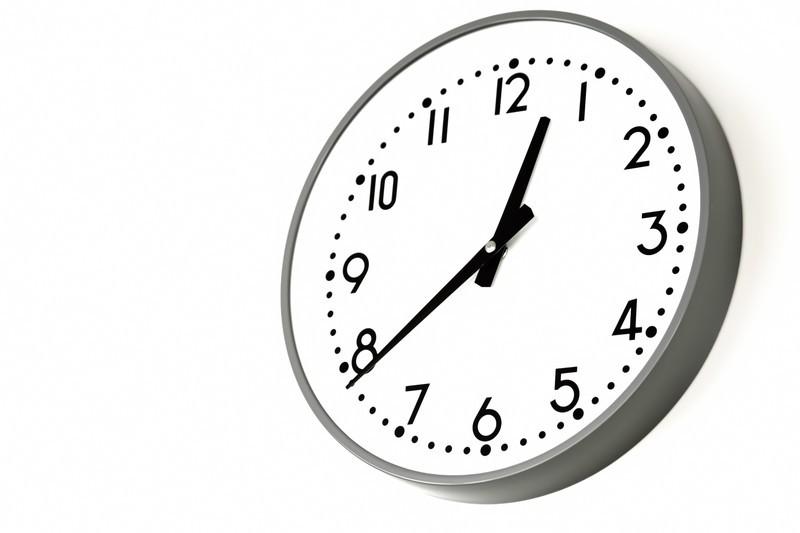 壁に傷をつけない壁掛け時計の設置方法!賃貸でもできる簡単手順を公開!