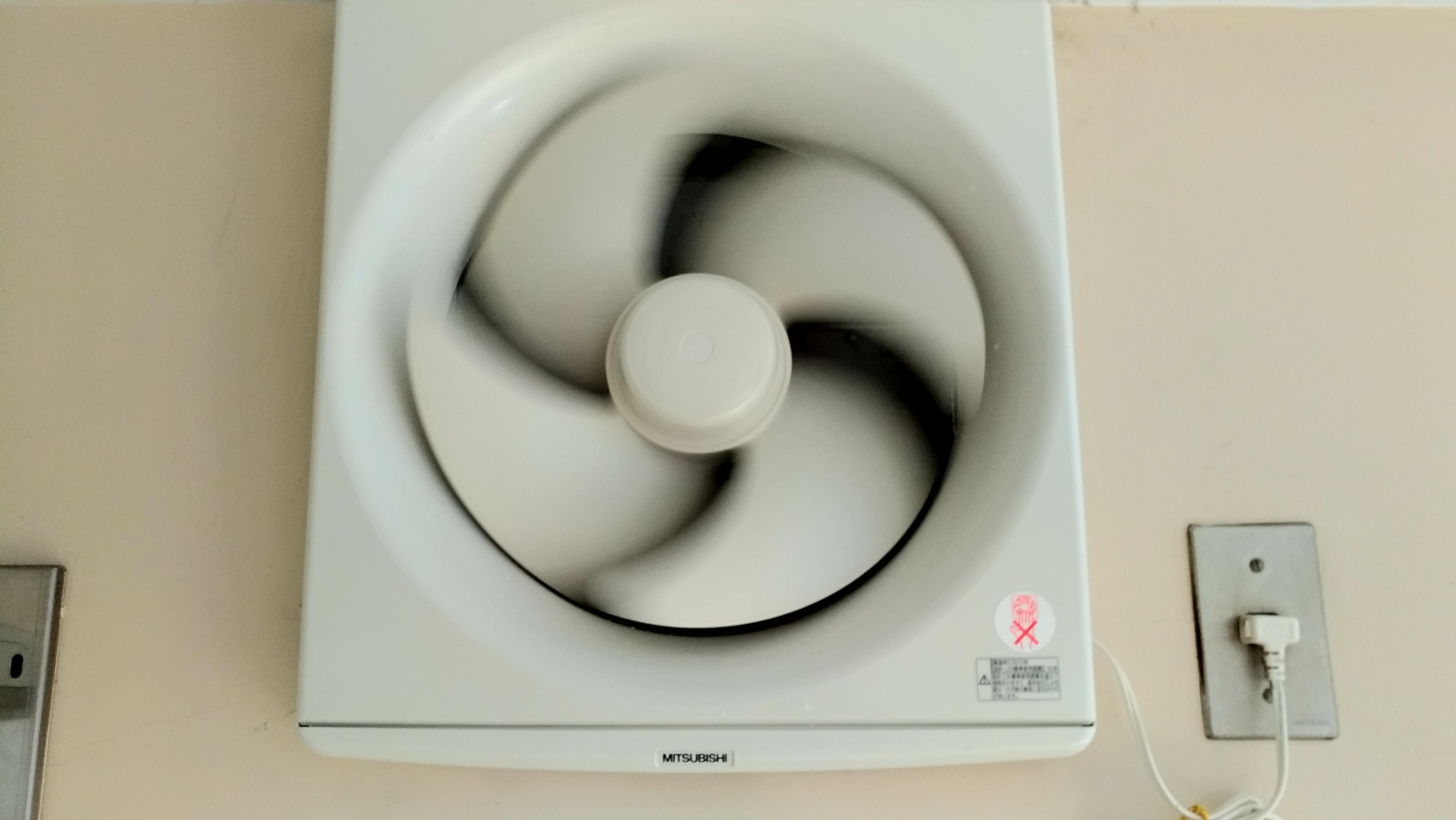 キッチンの換気扇/レンジフードの掃除方法!外し方から洗い方まで!