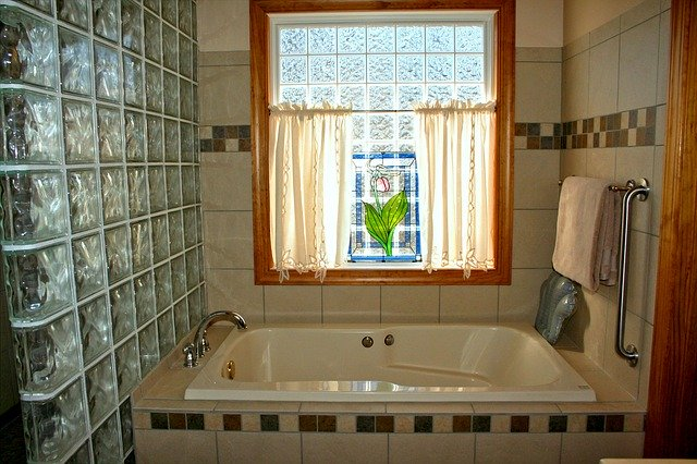 お風呂の換気扇を自分で掃除する方法!効率的な手順や注意点はなに?