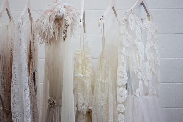 もう着ない洋服を捨てるのは迷う!捨てるための8つの心得と処分方法を解説!