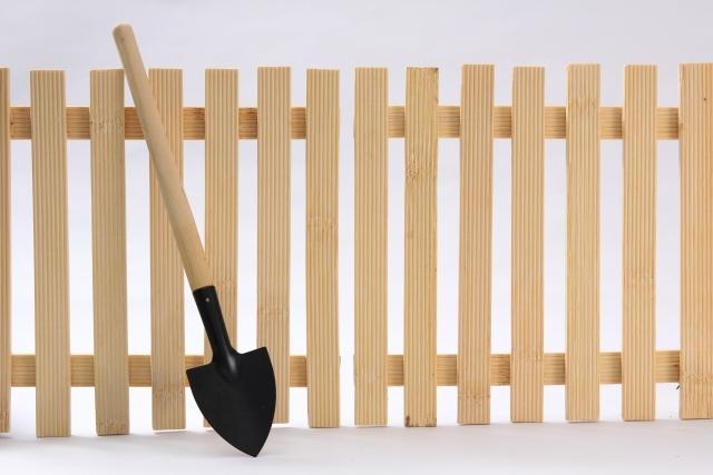 「塀」のDIY!簡単に自作できる庭の目隠しアイデア7選と作り方!
