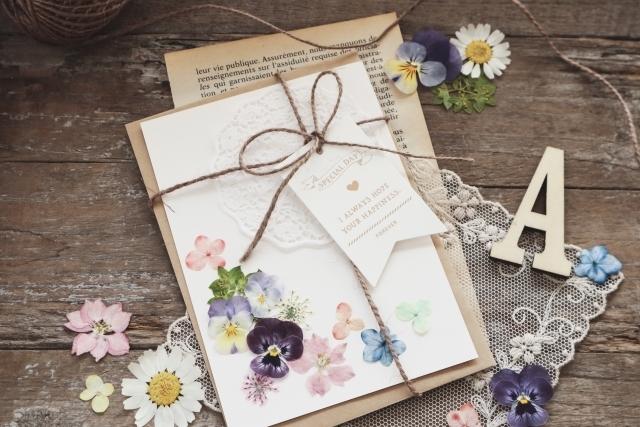 「押し花しおり」を手作りしよう!向いている花や簡単手順をご紹介!