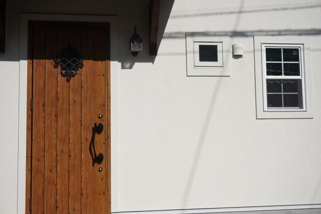 玄関ドアの交換リフォーム!参考にしたいドアの種類や費用をご紹介!