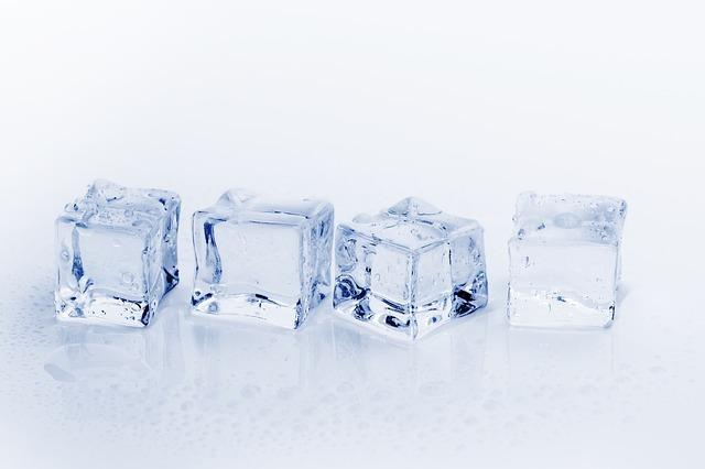 アイスキューブとは?溶けない氷?その効果からオススメ品までご紹介!