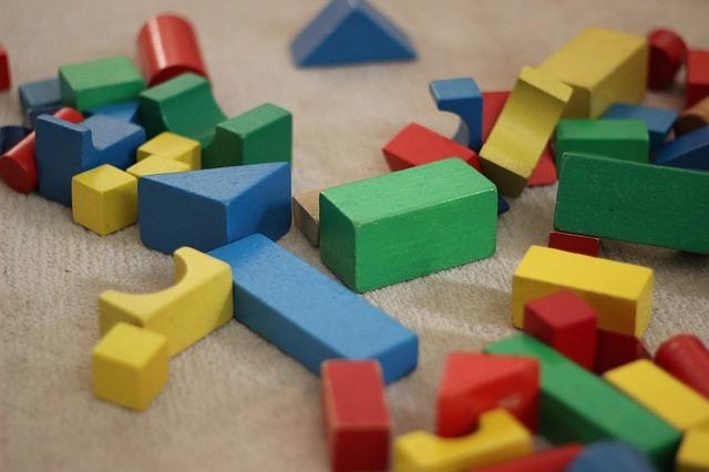 おもちゃの収納どうしてる?子供に1人で片付けさせるコツや工夫もご紹介!