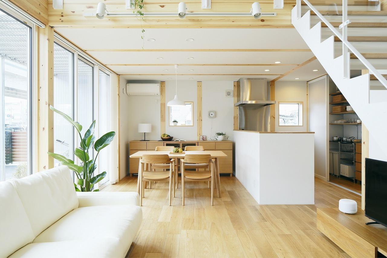 横長リビングのレイアウト例4選!家具を綺麗にスッキリさせる配置は?