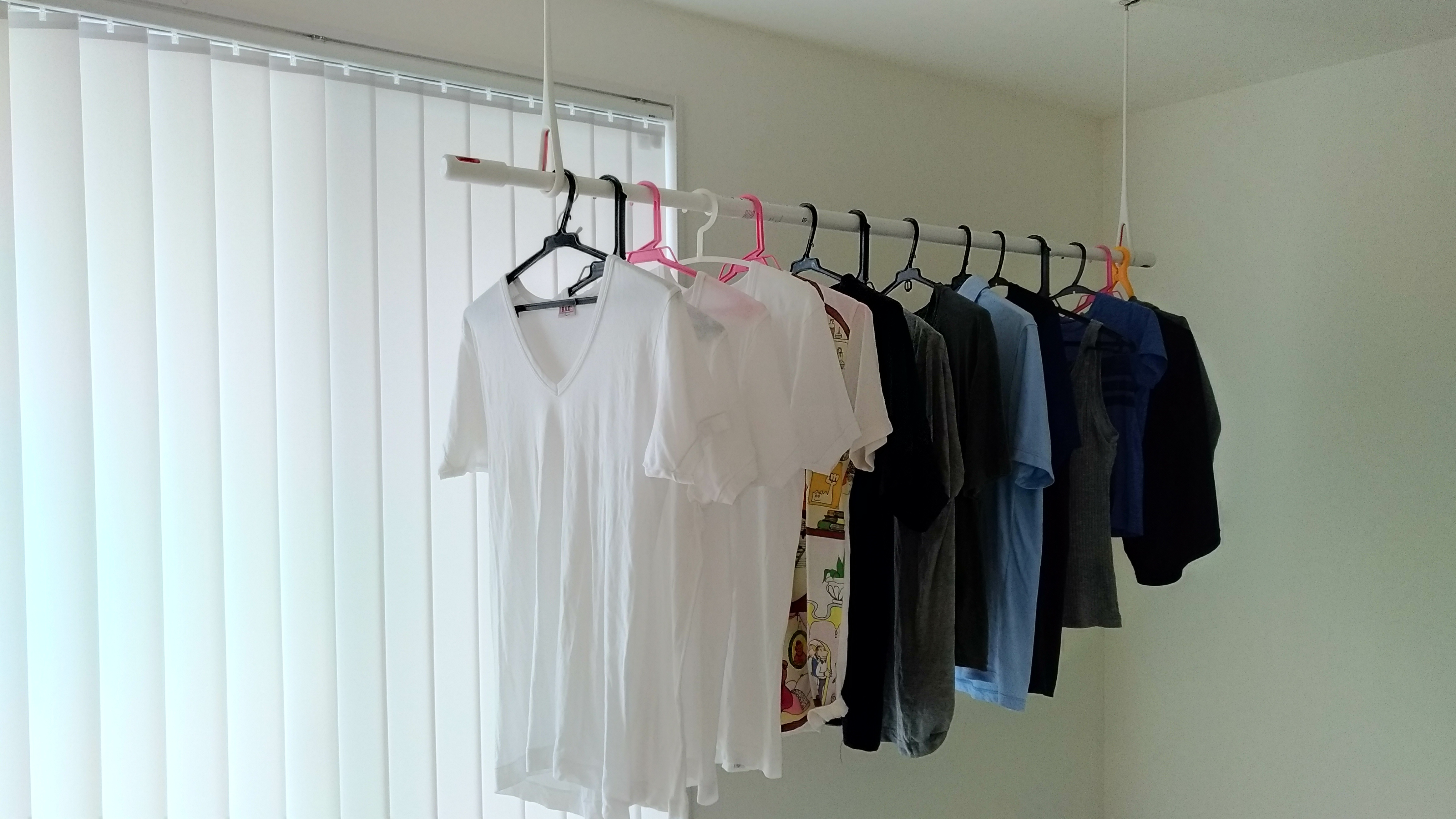 室内用「物干し」を天井に取り付ける方法!メリットや使い方まで解説!