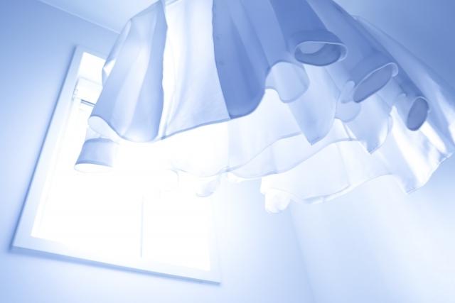 室内用「物干し」おすすめ8選!天井に取り付ける便利なアイテムは?