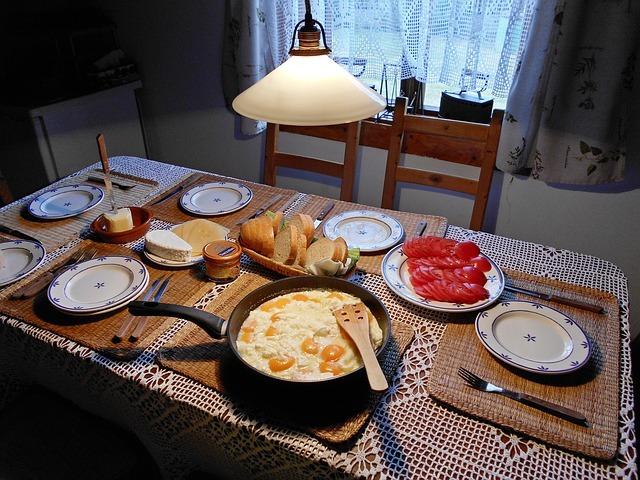 ダイニングの照明の選び方!食卓が楽しくなる照明選びのコツと実例を紹介!