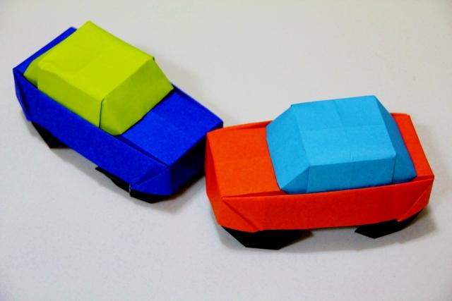 クルマ(折り紙)の折り方!パトカーなど種類別に作り方・コツをご紹介!